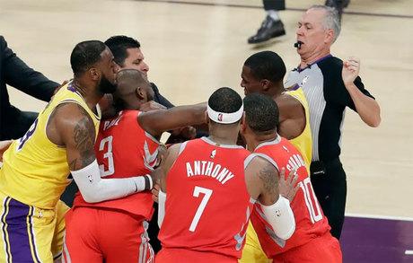 Ba cầu thủ NBA đánh nhau nhận án phạt