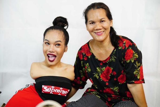 Fai và mẹ, bà Pin Saleepote. Ảnh: ABC.