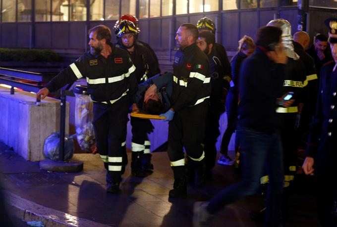 Khoảng 100 nhân viên cứu hỏa đã được huy động tới nhà ga Repubblica để hỗ trợ. Ảnh: Reuters.