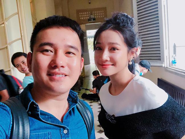 Nhã Phương khoe nhan sắc xinh đẹp khi pose hình cùng NTK Lê Thanh Hòa.