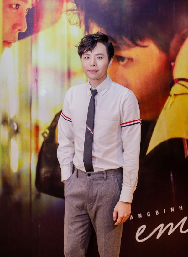 Trịnh Thăng Bình vừa ra mắt MV Em ngủ chưa - một sản phẩm mang màu sắc R&B trẻ trung, hiện đại. Ca khúc trong MV do chính nam ca sĩ sáng tác và thể hiện cùng rapper Osad.