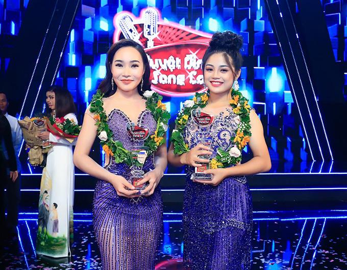 Thanh Thanh (phải) và đồng đội Lý Thu Thảo tại chung kết Tuyệt đỉnh song ca 2018.