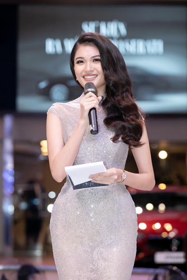 Hồ Ngọc Hà, Á hậu Thùy Dung đối lập phong cách dự sự kiện - 3