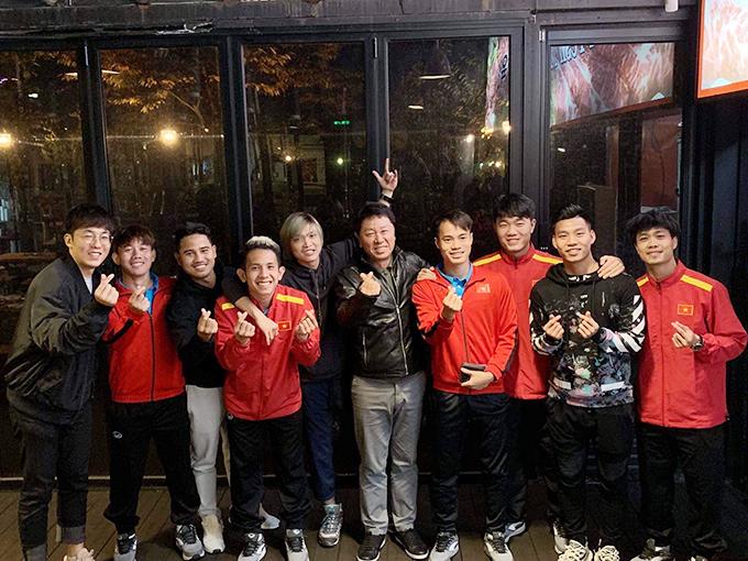 Tuấn Anh, Văn Thanh gặp gỡ các đồng đội HAGL đang tập huấn cùng tuyển Việt Nam ở Hàn Quốc. Ảnh: FB.