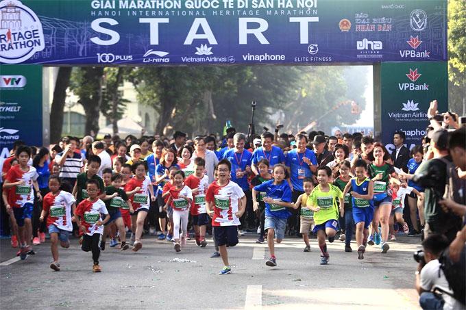 Hanoi International Heritage Marathon 2018 là giải marathon mang tầm quốc tế kết nối ba di sản hồ Gươm, Hồng Hà, hồ Tây thông qua tuyến phố cổ tạo nên một cung đường độc đáo vừa diễn ra ngày 21/10.