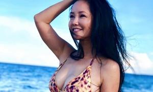 Diva Hồng Nhung diện bikini khoe body