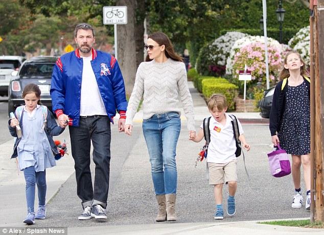 Jen từng gắn bó 10 năm với Ben Affleck và có 3 đứa con.