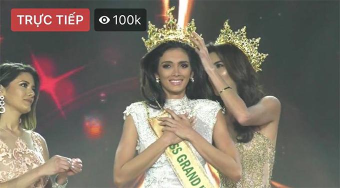 Người đẹp Paraguay nhận vương miện sau khi tỉnh lại.