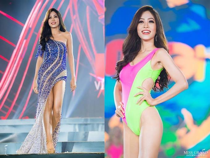 Phương Nga trình diễn trang phục dạ hội và bikini trong đêm bán kết tối 23/10.