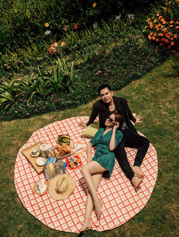 Trên màn ảnh nhỏ, vợ chồng Kiệt - Hân vừa ly dị nên Thúy Ngân và Trung Dũng quyết định tung bộ ảnh tình tứ đã chụp từ lâu để khán giảhồi tưởng về thời gian còn hạnh phúc của cặp đôi này.