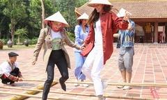 Hồ Ngọc Hà và mẹ nhảy sạp ở Yên Tử