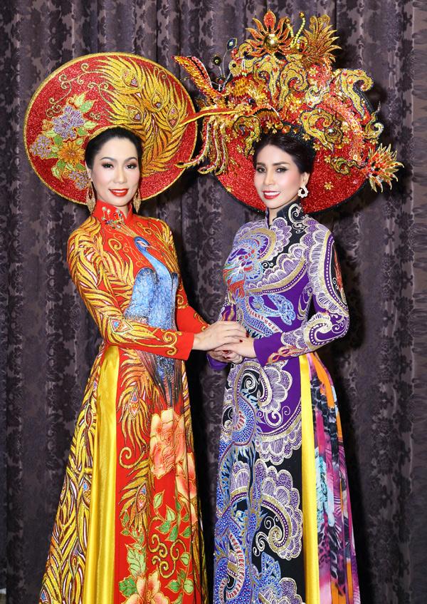Á hậu Trịnh Kim Chi vui vẻ hội ngộ em gái Lý Hùng. Cả hai biểu diễn chung trong màn giới thiệu sưu tập áo dài của nhà thiết kếTuấn Hải.