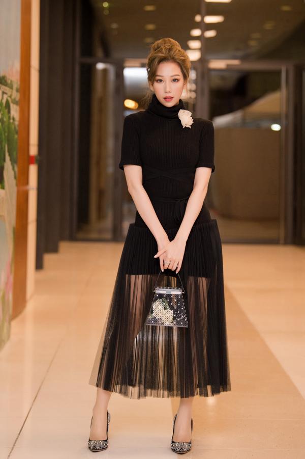 Ca sĩ Min nền nã cùng thiết kế của Lâm Gia Khang.