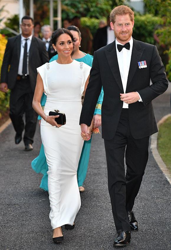 Vợ chồng hoàng gia Anh tới dự dạ tiệc của nhà vua Tonga hôm 25/10. Ảnh: Tim Rooke.