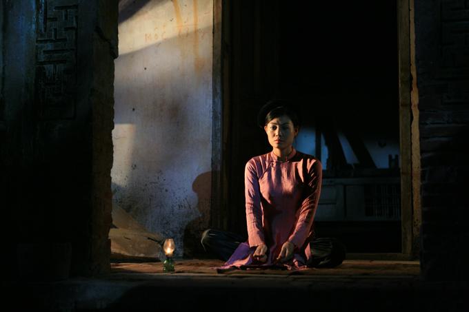 Thanh Hương có nhiều cảnh hát ca trù trong Thương nhớ ở ai. Trước khi đảm nhận vai này, cô đã theo học ca trù tại nhà nghệ sĩ Bạch Vân suốt 3 tháng và dành nhiều thời gian đi nghe ca trù tại nhà cổ Mã Mây (Hà Nội).
