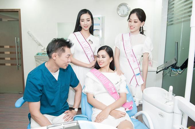 Dr. Andrew trực tiếp tư vấn sức khỏe răng miệng cho Top 3 Hoa hậu Việt Nam 2018, giúp các người đẹpthêm rạng rỡ vàtự tintoả sáng trong các hoạt động sắp tới.