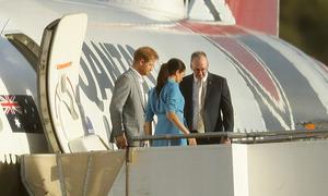 Máy bay chở vợ chồng hoàng tử Harry gặp sự cố khi hạ cánh ở Sydney