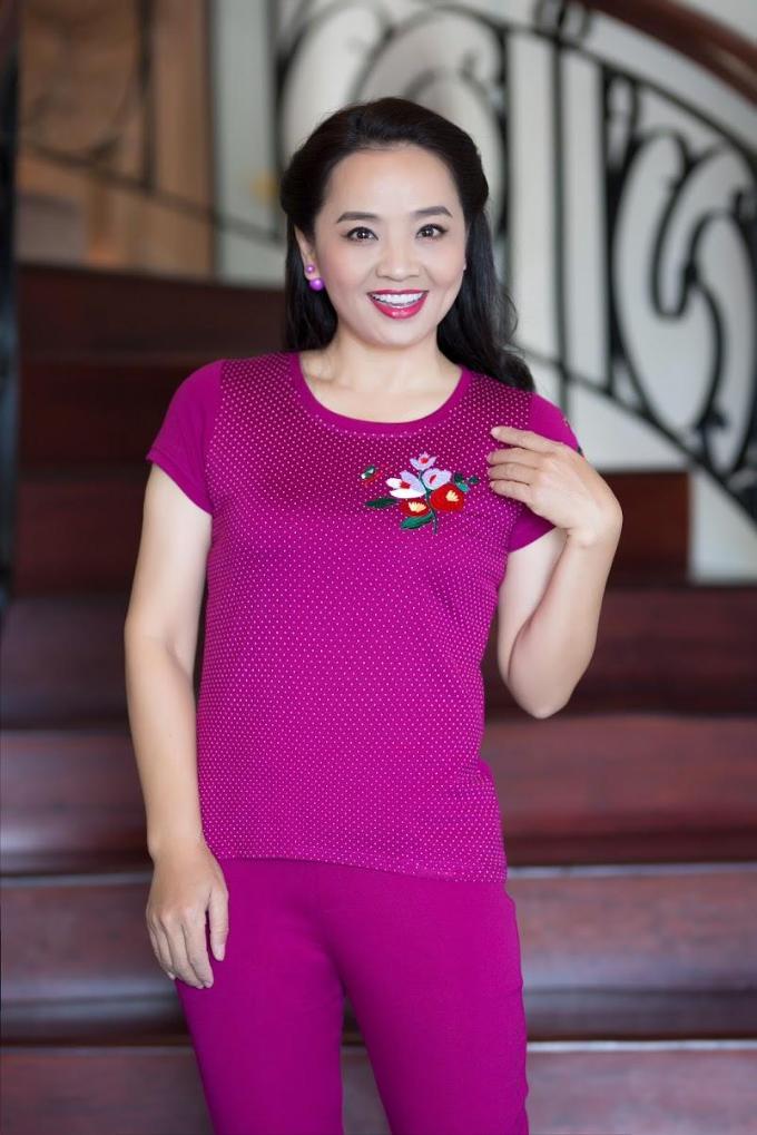 Bộ mặc nhà chất liệu cotton thoáng mát khiến chị em thuận lợi với công việc nhà.