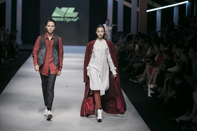 Bộ sưu tập Vượt Vũ Môn của NTK Vũ Việt Hà và Veston Ngọc Lan đã được trình làng trong tuần lễ thời trang Quốc tế Việt Nam Thu Đông 2018  Vietnam International Fashion Week Fall/Winter 2018