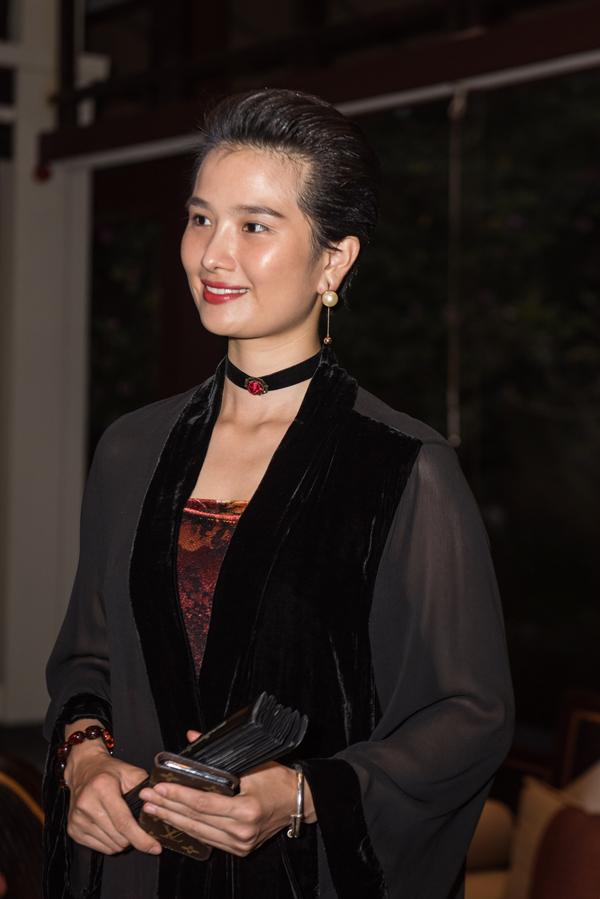 Người mẫu Cao Thuỳ Dương tái xuất sau thời gian dài ở ẩn. Cô thay đổi khá nhiều về ngoại hình so với thời điểm còn hoạt động showbiz.