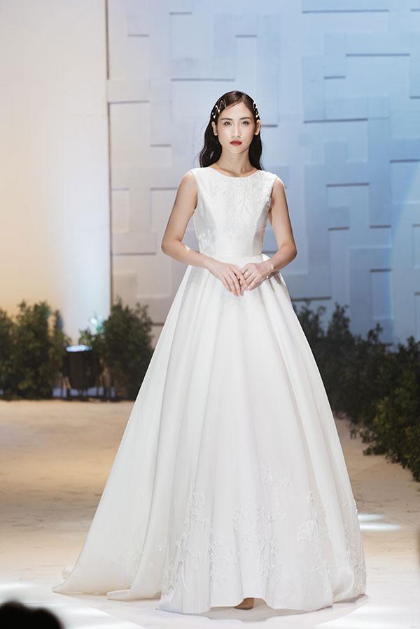 Lecia cho rằng chiếc váy cưới đẹp nhất phải thật sự phù hợp và thể hiện được người mặc nó là ai. Vì thế, thương hiệu tôn trọng vẻ đẹp thuần khiết của mỗi cô gái, khai thác chân dung và tâm hồn cũng như thế mạnh của mỗi người để có thể truyền tải và thể hiện tinh thần đó trong mỗi chiếc váy.