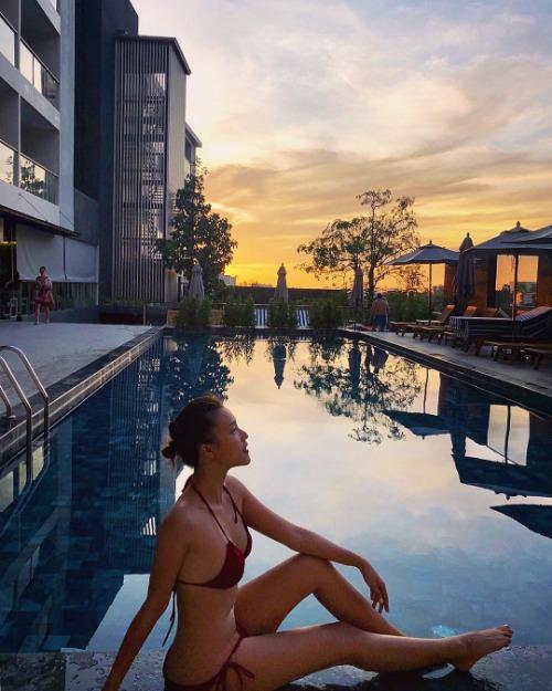 MC Hoàng Oanh diện bikini hai mảnh phô body nóng bỏng.