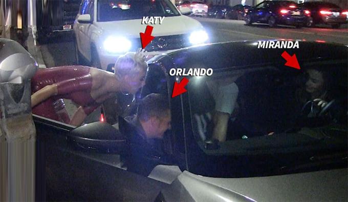 Miranda lái xe đến đón con và chúc mừng sinh nhật Katy.