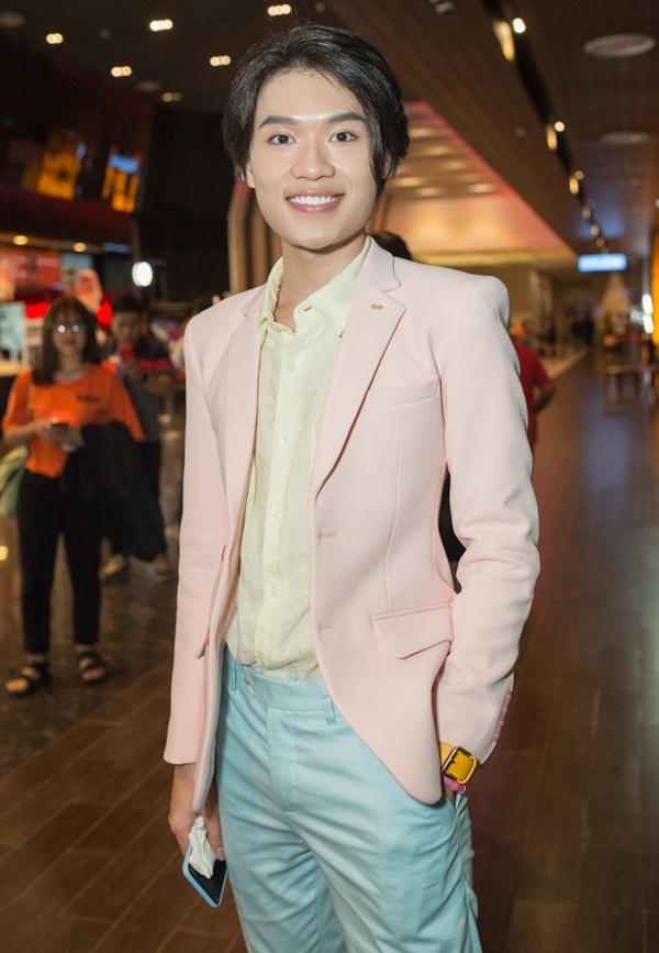 Sự kiện còn có diễn viên hài Quang Trung tham dự. Web drama Cương thi biến gồm 4 tập của Duy Khát phát hành trực tuyến trên Youtube từ tối 26/10 và ra mắt trên cả một số trang mạng xã hội Trung Quốc.