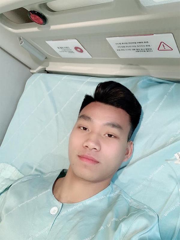 Văn Thanh selfie sau khi tỉnh lại sau ca phẫu thuật. Ảnh: FB.