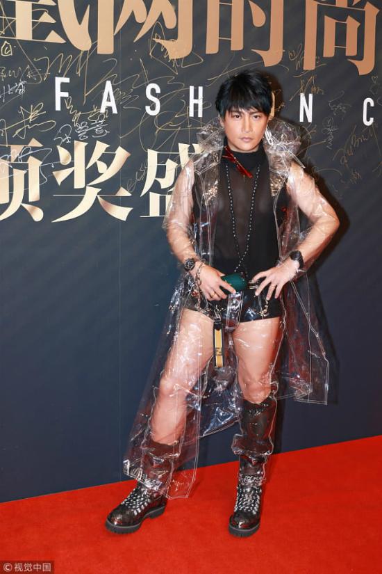 Bên cạnh những ý kiến đả kích Trần Chí Bằng, nhiều người cũng cho rằng tài tử Đài Loan được quyền làm điều mình muốn, không nên quá bận tâm vì gu thời trang của anh. Một khán giả viết: Anh ấy hạnh phúc khi được làm điều mình thích, cớ gì chê trách?.