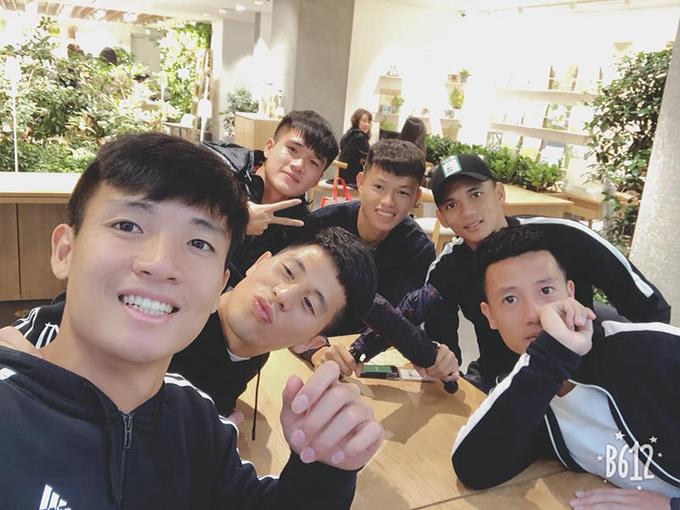 Sau buổi đi chơi, các cầu thủ phải có mặt tại trung tâm thể thao Paju trước giờ cơm tối để nghỉ ngơi sớm, chuẩn bị cho buổi tập hôm sau. Ngày 29/10, tuyển Việt Nam sẽ có trận cọ xát cuối cùng trong chuyến tập huấn Hàn Quốc gặp CLB Seoul E-land. Một ngày sau đó, thầy trò HLV Park Hang-seo trở về Việt Nam hoàn thiện những công đoạn chuẩn bị cuối cùng cho AFF Cup 2018. Danh sách 23 cầu thủ Việt Nam dự AFF Cup sẽ có thể sẽ chỉ được công bố vào ngày 7/11, một ngày trước trận ra quân gặp Lào ở vòng bảng.