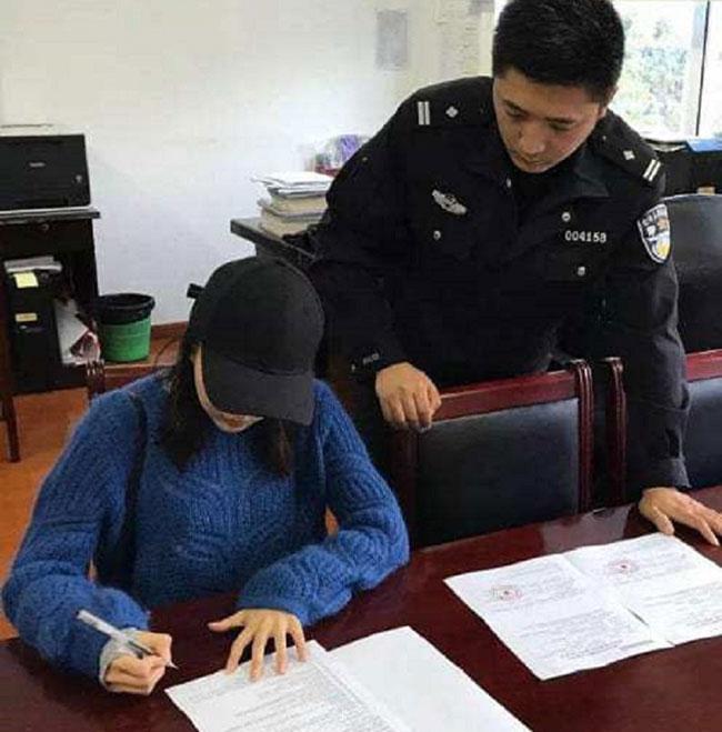 Cô gái họ Yu bị cảnh sát Thượng Hải phạt vì vi phạm luật giao thông. Ảnh: Btime.com.
