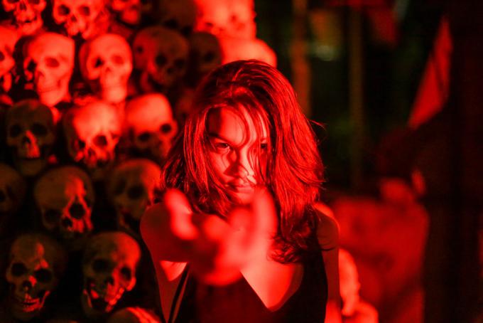Con gái diễn viên Kiều Trinh vốn rất yêu thích phim kinh dị nên khi được trải nghiệm các ngôi nhà ma ở Singapore nhân Halloween năm nay, cô rất háo hức.