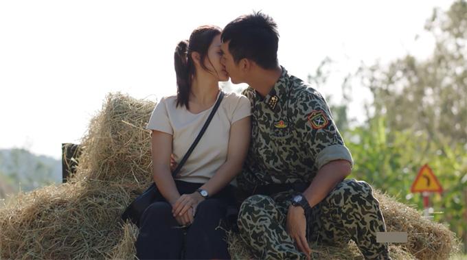 Song Luân hôn Khả Ngân trong tập 26 Hậu duệ mặt trời.