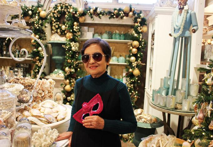 Từ ngày mẹ ruột sang Mỹ định cư, Linh Nga cảm thấy yên tâm hơn bởi bà hỗ trợ cô chăm sóc hai con gái.