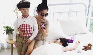Con gái Thúy Nga ngủ say khi chụp ảnh cùng con trai Lâm Vỹ Dạ