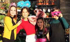 Diễn viên Linh Nga đưa hai con gái đi chơi Halloween ở Mỹ