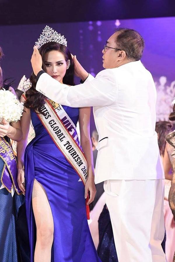 Nguyễn Diệu Linh được trao vương miện sau khi đêm thi kết thúc.