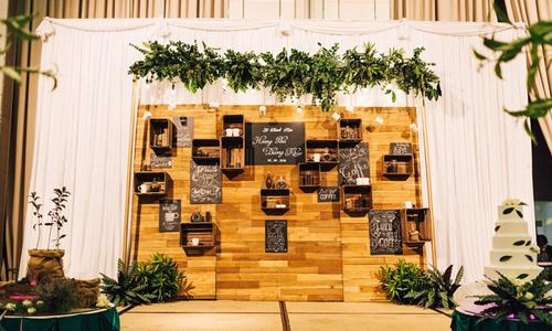 Uyên ương 9X mang cả quán trà, cà phê vào tiệc cưới