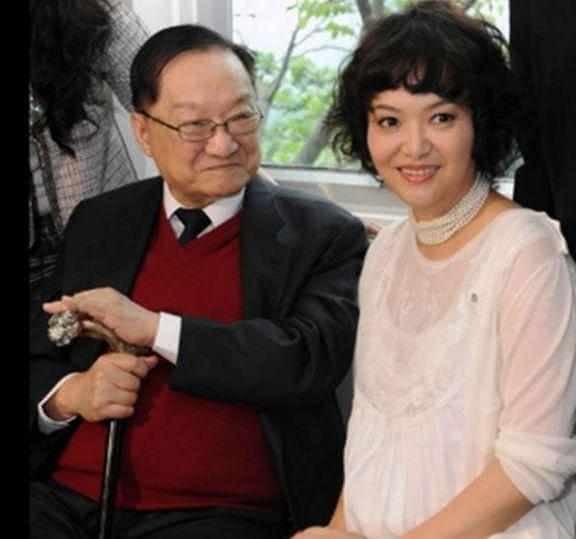 Kim Dung và người vợ ba, gắn bó với ông đến cuối cuộc đời.