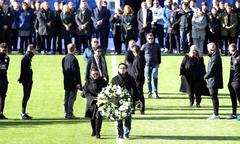 Vợ con và cầu thủ Leicester tưởng nhớ tỷ phú Vichai trên sân King Power