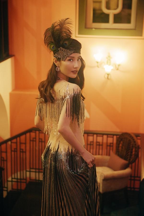 Diễn viên Diễm My tham gia một buổi tiệc có chủ đề Gatsby thập niên 1920s tại một resort cao cấp ở Phú Quốc tối 29/10.