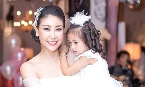 Vợ chồng Hà Kiều Anh mừng con gái 3 tuổi