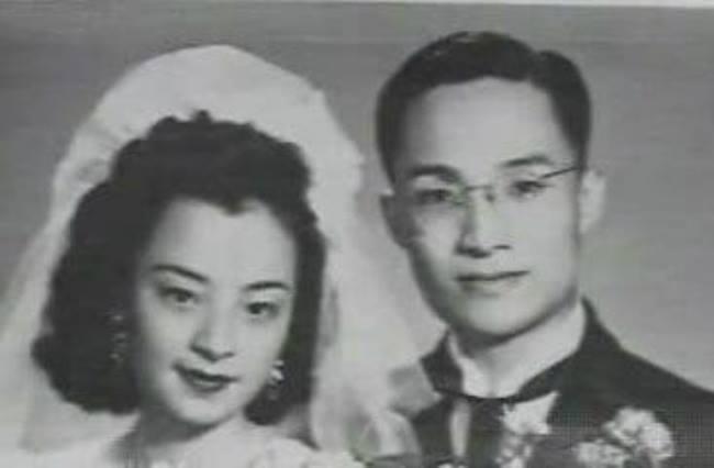 Kim Dung trong ngày cưới người vợ đầu.