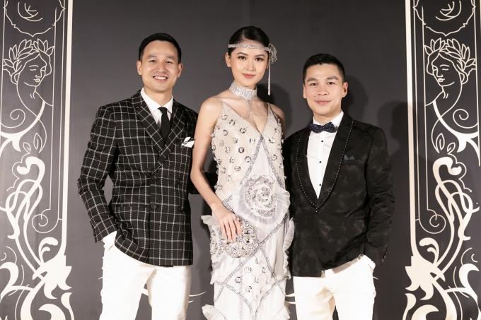 Thùy Dung hội ngộ nhà thiết kế Adrian Anh Tuấn (phải) và bạn đời Sơn Đoàn. Á hậu Việt Nam bày tỏ sự ngưỡng mộ trước tình yêu đẹp của hai người anh thân thiết.