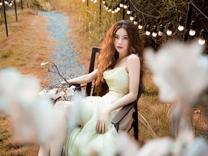 Hồ Ngọc Hà vừa ra mắt ca khúc ballad mới nhất - Giá như mình đã bao dung. Đây là sản phẩm âm nhạc đánh dấu sự kết hợp trở lại của cô và nhạc sĩ Nguyễn Hồng Thuận sau các ca khúc nổi tiếng: Tìm lại giấc mơ, Sao ta lặng im, Gửi người yêu cũ&