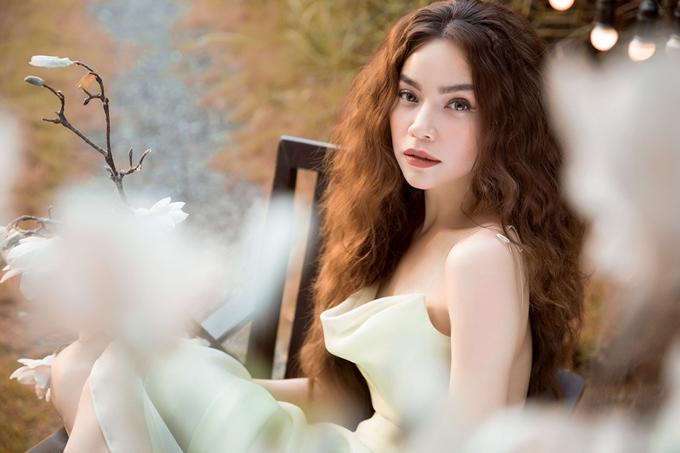 Hồ Ngọc Hà chọn sân khấu Gala nhạc Việt số 12 làm nơi giới thiệu bài hát với khán giả.