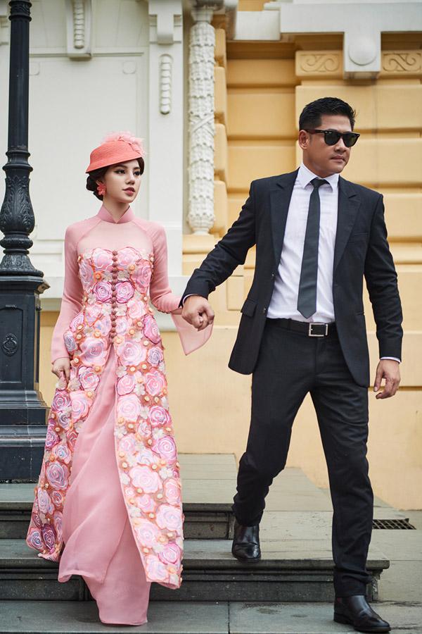 Bộ sưu tập áo dài Diva quyến rũ của NTK Kenny Thái mangthông điệp Nghệ thuật liệu có cất cánh nếu vắng bóng tình yêu.