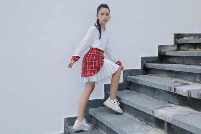 Bộ ảnh được thực hiện với sự hỗ trợ của nhiếp ảnhNguyễn du, trang điểm Huy Nguyễn, làm tóc Ken Huỳnh, stylistPhương Phương, trang phục nhà thiết kế Thanh Huỳnh.