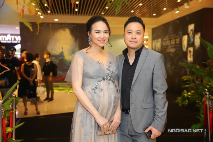 Đinh Ngọc Diệp bế bụng bầu gần 9 tháng dự buổi ra mắt phim Người bất tử tại TP HCM, hôm 15/10.